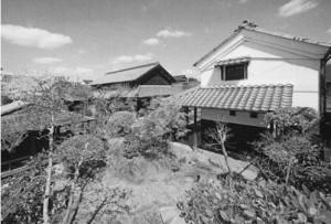 中庭から臨む石川家住宅